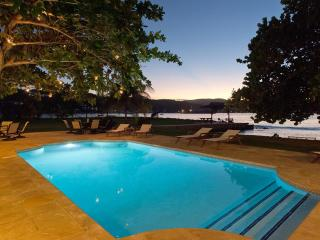 A Summer Place, Discovery Bay 7BR