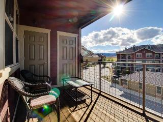 Mountain penthouse condo w/ shared hot tub & pool, near ski access!