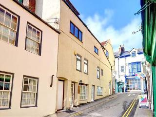 MERMAID COTTAGE, first floor apartment ideal for a couple, shops and pubs a