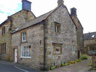 FOUNTAIN VIEW COTTAGE, Grade II listed cottage, pet-friendly, WiFi, woodburner, courtyard, in Youlgreave, Ref 921104