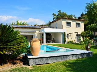 JdV Holidays Villa Valeriane, 4 bed air conditioned within walking to village