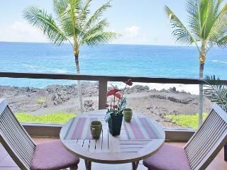 Ocean Front, 3 bath, 2 bed with loft ,surf & Racquet1305 sleeps 6-SR 1305, Kailua-Kona