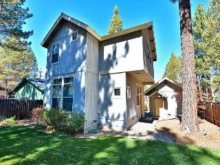 Custom South Lake Tahoe Cottage for 6 – Close to Parks and Beaches!
