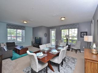 3BR / 2BA ground floor condo, spacious living room and a big gourmet kitchen!