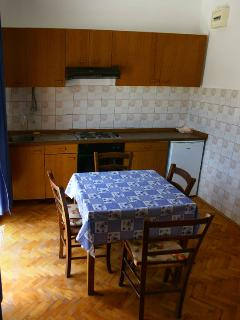 A10(4): kitchen and dining room