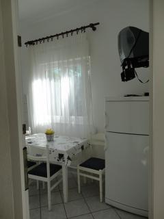 B(4+1): dining room