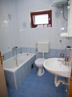 A7(4+1): bathroom with toilet
