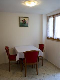 A3(3): dining room