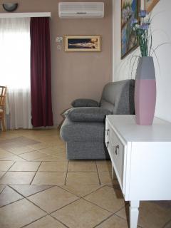 B2(4+1): living room