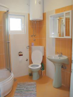 A1(5): bathroom with toilet