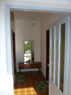 R1(2): hallway