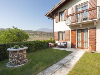 Lovely rural farmhouse in vineyards, Garda