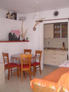 A2(2+2) Mali: kitchen