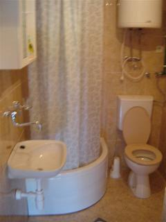 A2(2+2) Mali: bathroom with toilet