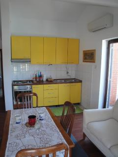 A2 -Hela (4): kitchen and dining room