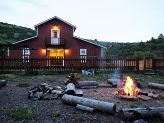 Mirror Lake Retreat - includes home theater, kids room ideal for family getaways