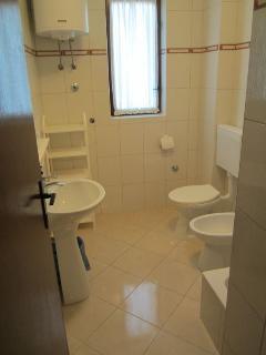 A3(5+1): bathroom with toilet