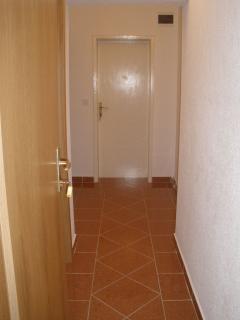 A1(2+2) smeđi: hallway