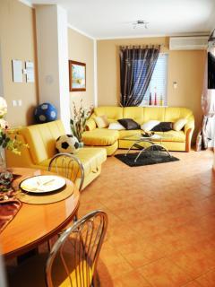 A1(4+3): living room