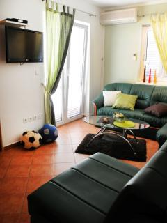 A2(4+3): living room