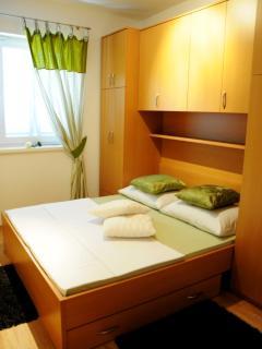A2(4+3): bedroom