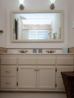 5-Sand & Sea Suite vanity