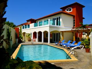 The Best 10 persons Villa at Palm Beach Aruba, Noord