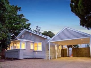 The Cute Beach House, Rosebud