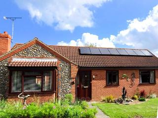 DRIFTWOOD HOLLOW, detached, all ground floor, en-suite, pet-friendly, in Mundesley, Ref 927332