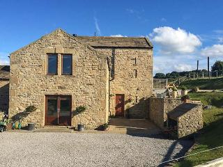 CASTLE MILL, pet-friendly luxury cottage, WiFi, en-suite, garden, Ravensworth Ref 924541