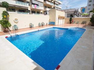 APARTAMENTO PLAYAS FUENGIROLA apartment near beach with pool and air conditionin