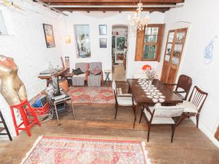 cozy room in antique artsy house in downtown sp ( 2 single beds sleeps 2 )