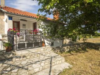 Holiday House Zora Labin