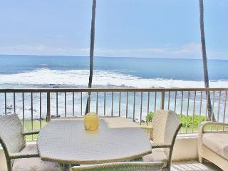 Kona Reef A-15 Ocean Front Condo! Next to Honl's Beach! Walk to Town., Kailua-Kona