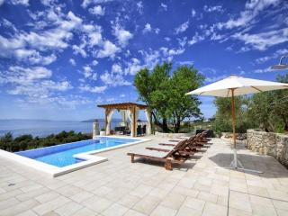 Fantastic House above Makarska with pool & view!!!