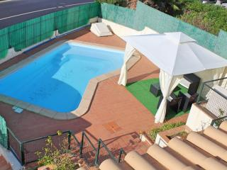 6 Bedroom Villa Sleeps 10 w/ Swim Pool, Pool table, Albufeira