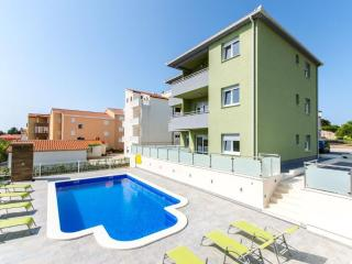 Brand new apt with pool S2!!, Okrug Gornji