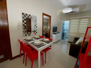 Cebu Philippines Two Bedroom Vacation Condo- MILux2, Lapu Lapu