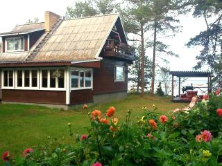 Karineeme Holiday House