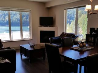 The Waterfront at Arrow Lakes - End Unit, Castlegar