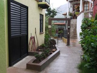 Cata Apartment - Cozy Bachelor Suite, Guanajuato