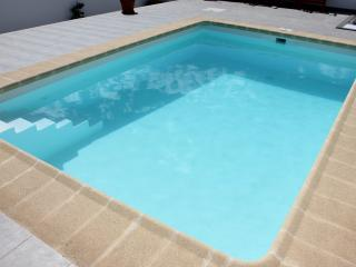 Bonito apartamento con piscina y vista al mar