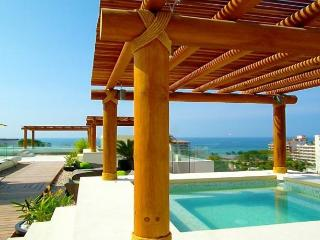 Entire Apt - Sleeps 4 (1BR/2BA) with Private Patio, Puerto Vallarta