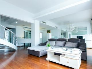 4 BR Townhouse airport, Gubei, Caohejing, Shanghai