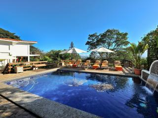 Elegant residence with heated pool and great views, San José