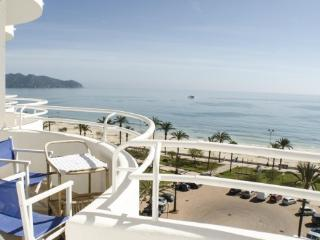 Outstanding side sea view apartment.with pool, Cala Millor