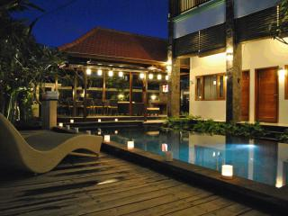 Bali Kenanga Suites-Pool Wifi Safe and Quite, Sanur