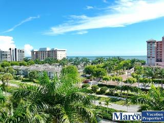 Spacious, modern condo w/ heated pool & short walk to South Beach, Marco Island