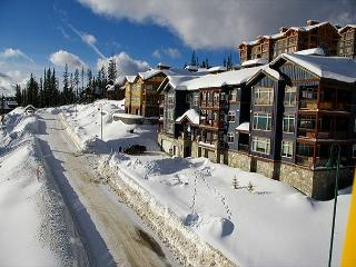 Glacier Lodge 106 Whitehorse Lane Central Location in Big White Ski Resort