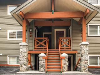Trappers Crossing 28, Centrally Located in Big White Ski Resort, Great Value